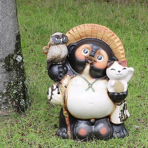 信楽焼きたぬき 20号福招き猫ふくろう持ち狸 陶器タヌキ 大型たぬき [ta-0116]