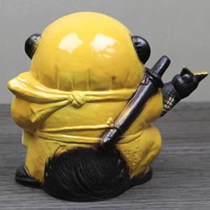 信楽焼きたぬき 手裏剣忍者狸(黄) 陶器タヌキ[ta-0193]
