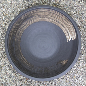 20号黒ハケメ浅型水鉢 信楽焼 金魚鉢、メダカ鉢にお勧め[su-0189]