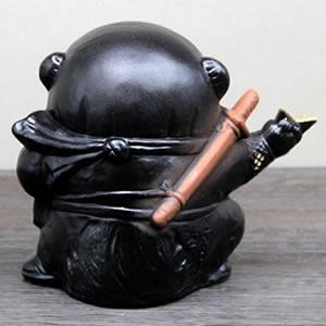 信楽焼きたぬき 手裏剣忍者狸(黒) 陶器タヌキ[ta-0192]