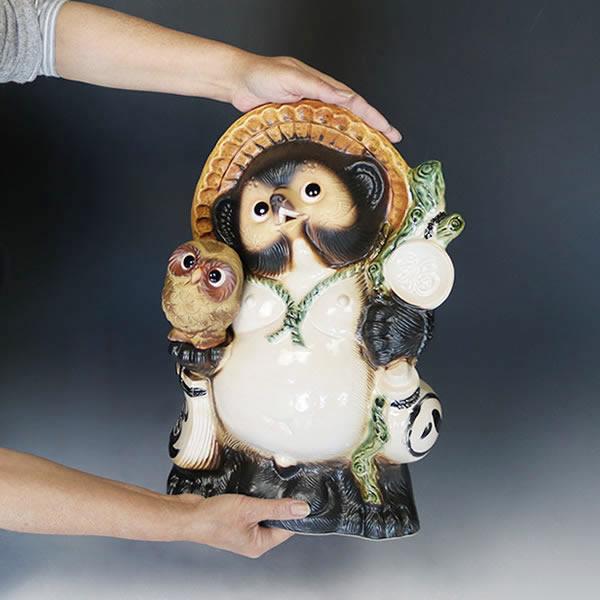 信楽焼きたぬき 13号ふくろう持ち狸(茶) 陶器タヌキ フクロウ持ち狸 [ta-0061]