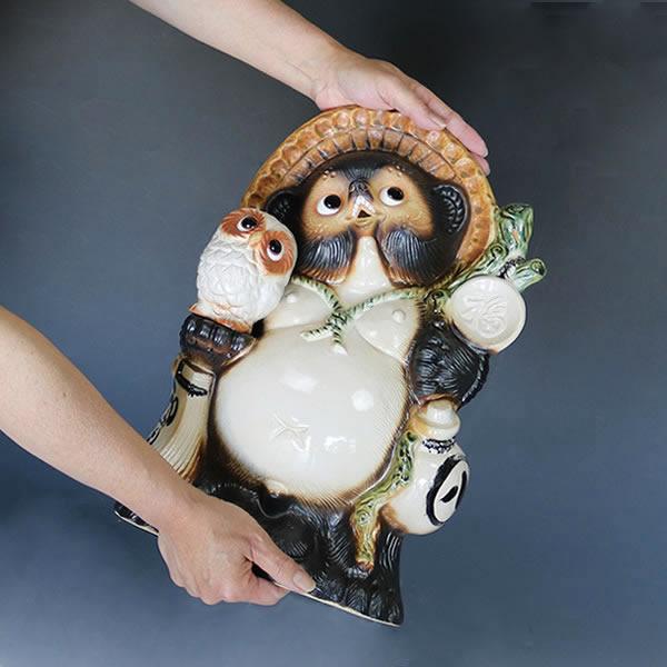 信楽焼きたぬき 13号ふくろう持ち狸(白色) 陶器タヌキ フクロウ持ち狸 [ta-0078]