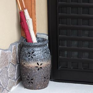 信楽焼きかさたて 花彫り壷型傘立て 陶器[kt-0109]