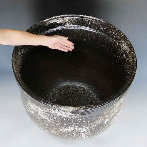 黒窯肌 天水型大型サイズ水鉢 信楽焼 金魚鉢、メダカ鉢にお勧め すいれん鉢 特大サイズ [su-0228]