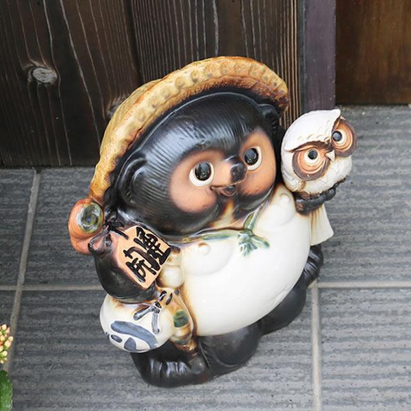 信楽焼たぬき 10号白ふくろう持ち狸 陶器タヌキ フクロウ持ち狸 [ta-0353]