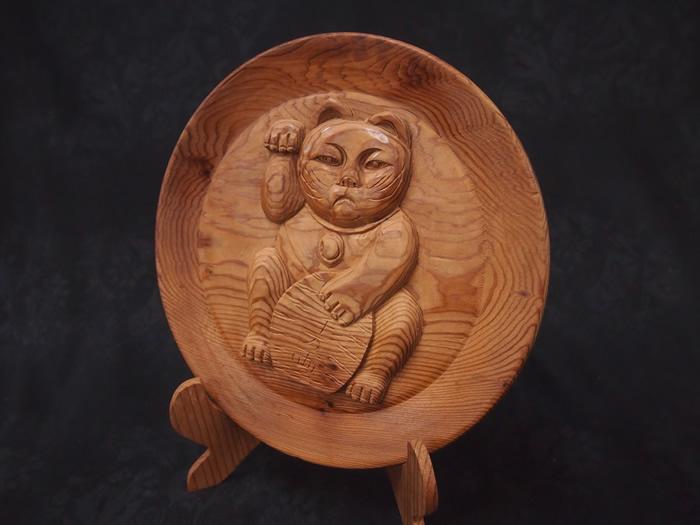 屋久杉招き猫彫り丸皿置物099