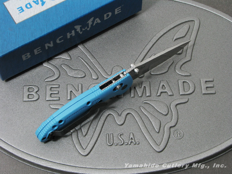 ベンチメイド 556-BLU-S30V ミニ・グリップティリアン シルバー直刃,サムスタッド,ブルーハンドル ,折り畳みナイフ ,BENCHMADE Mini Griptilian