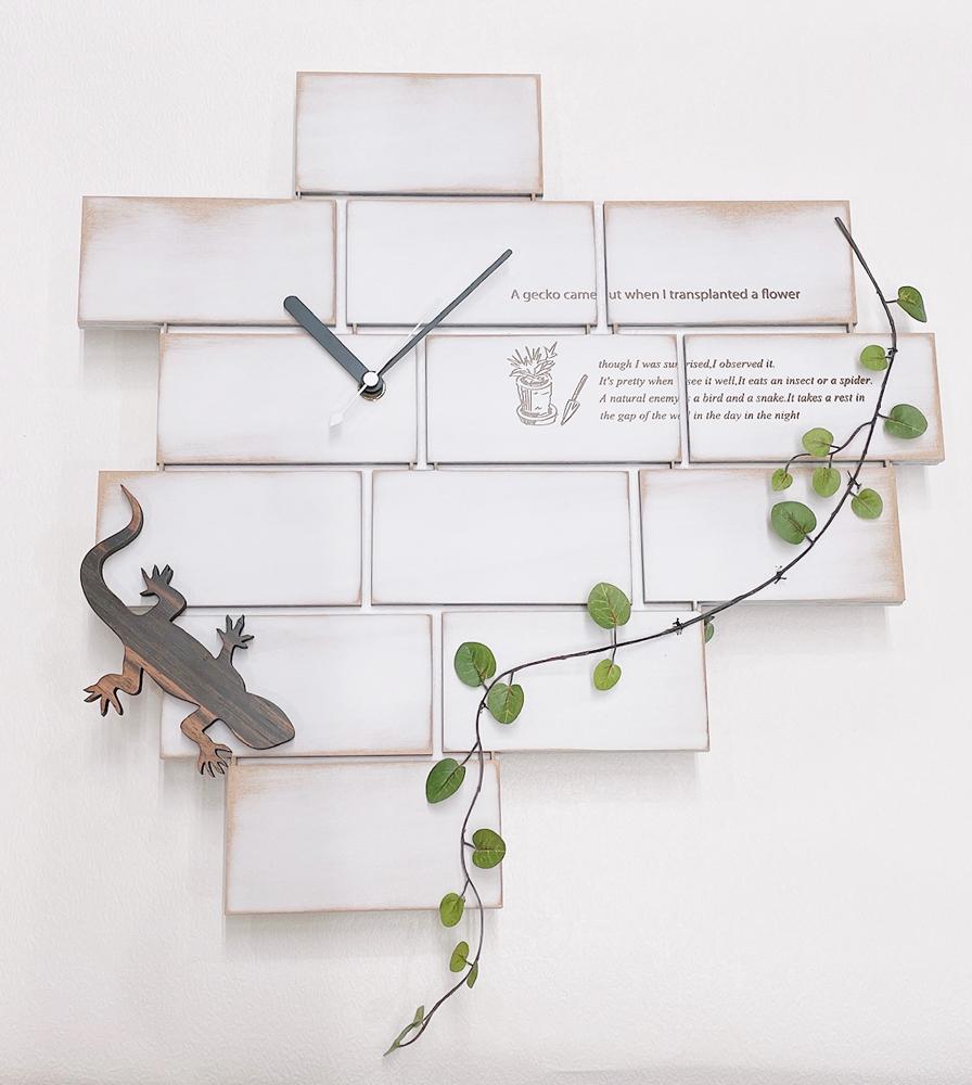 木製の蜥蜴の時計