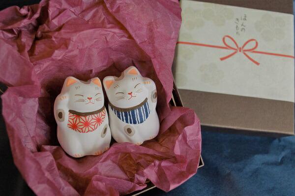 贈り物 招き猫開運 江戸の粋 人金招き猫ペア 贈答用 左手あげて人を招く右手は金招き