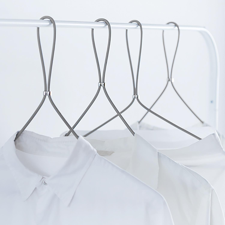 【 FORMLESS HANGER 】服の形に沿うデザインハンガー 折りたたみもできる優れモノ