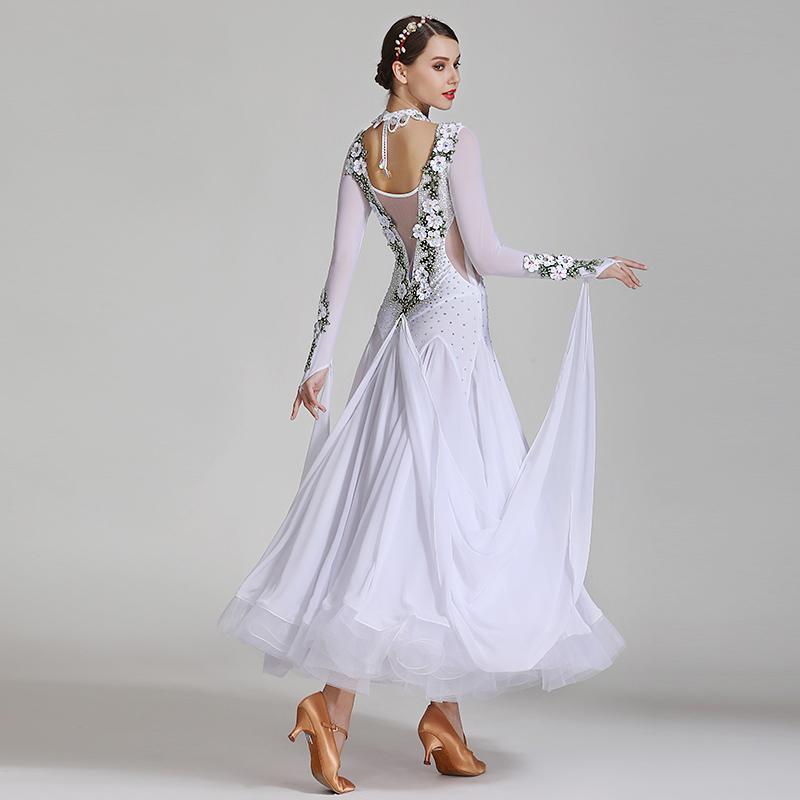 レディース 社交ダンス衣装 白 ホワイト 花柄 ビジュー スパンコールドレス Aライン 長袖 かわいい キレイ 上品 豪華 高級 ゴージャス 華やか 大会 競技用 ワルツ タンゴ ルンバ ラテンダンス チュールドレス 透け シースルー