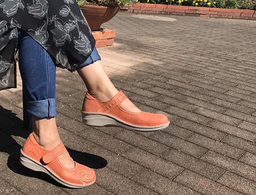 �10605(カーキ、オレンジ、ホワイトグレー) 軽い底を使用した手縫いシリーズが仲間入り!