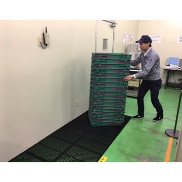 サンコー スライダーパネル 550【裏面両面テープ付き】 厚さ:8mm 506×506mm 1枚  荷物を軽くスムーズに移動できるパネル