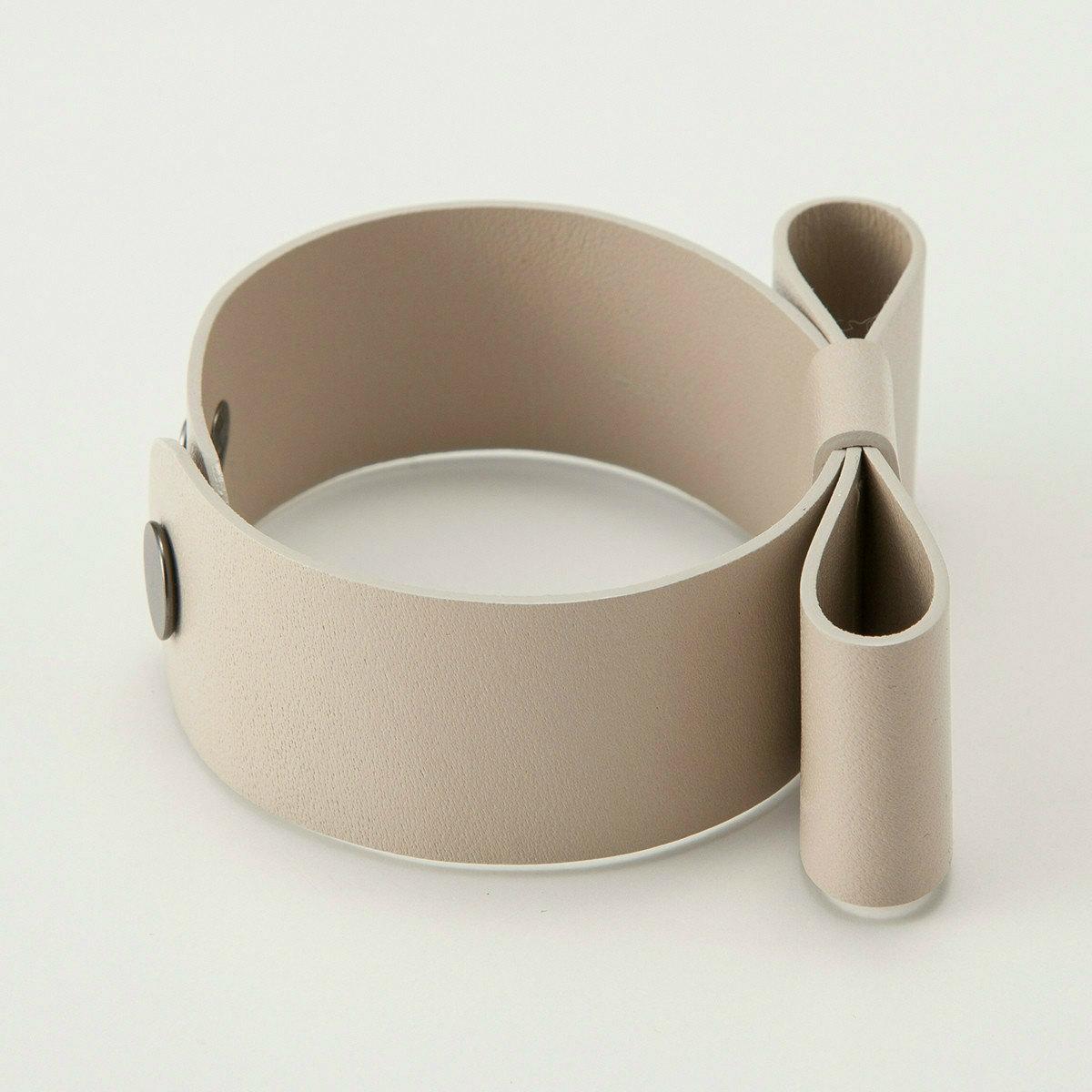 BIYUTE ハンドアクセサリー レザーバングル アームカフ シンプルなリボンデザイン 全4色