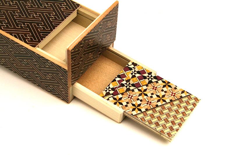 秘密箱7+1回仕掛け 5寸 引き出し付 紗綾形