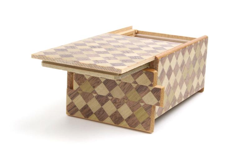 秘密箱10回仕掛け 4寸 永遠の市松