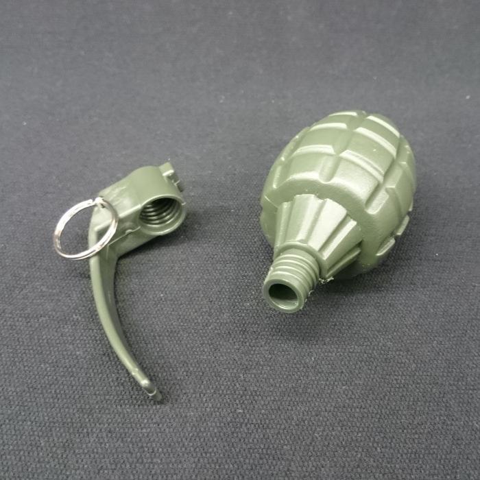 手榴弾(プラスチック製模擬弾)
