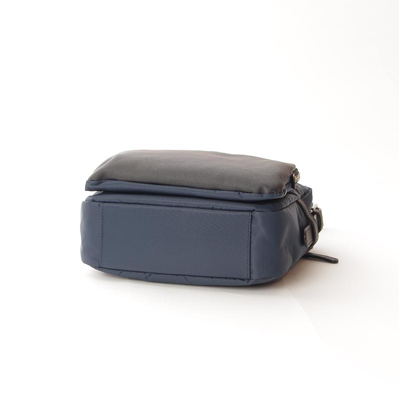 【OUTLET】リサイクルナイロン×カウレザー ショルダー Sサイズ (Y01-05-02-66)