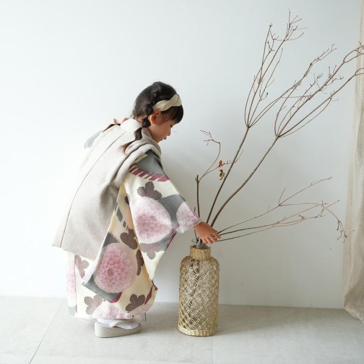 ひよこ商店 女児(3歳)七五三 着物 被布セット 古典柄 レトロ アンティーク系 花柄 グレー系