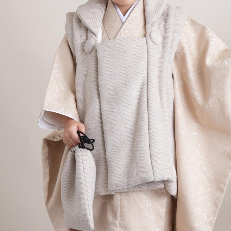 ひよこ商店 男児(3歳)七五三 着物 被布セット 古典柄 レトロ アンティーク系 アラベスク ベージュ系