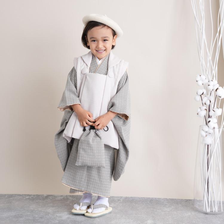 utatane 男児(3歳)七五三 着物 被布セット 古典柄 レトロ アンティーク系 千鳥格子 グレー系