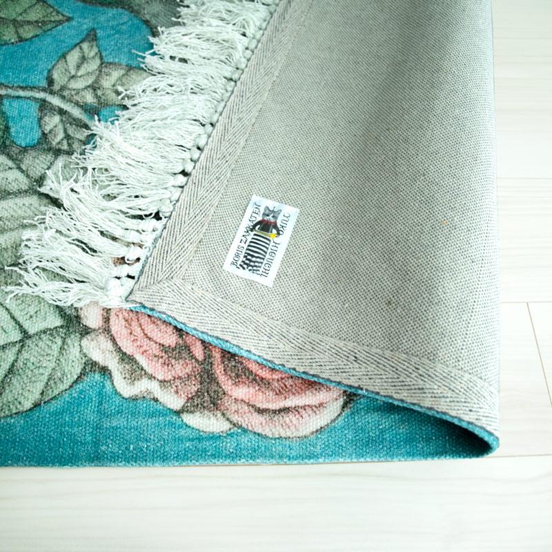 青の花柄絨毯