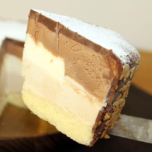 アイスケーキ ショコラトルテ|最も手間をかける牧場アイスイーツ
