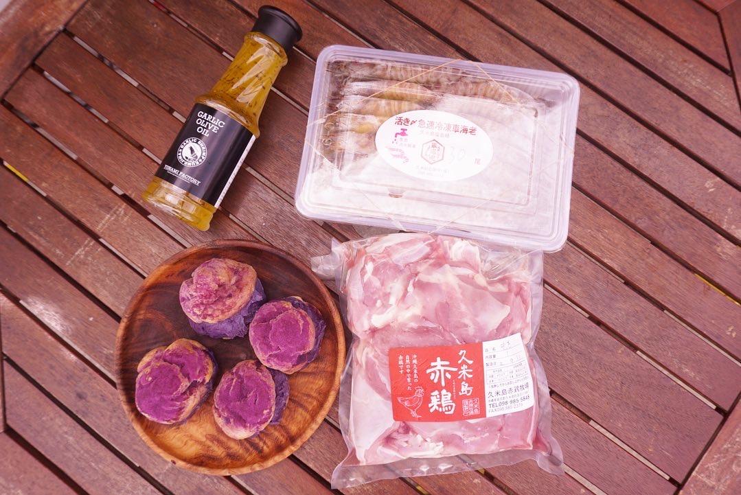 【久米島満喫BBQセット】赤鶏モモ肉1kg + 車海老500g(30~34尾)+無添加ガーリックオリーブオイル320g + 紅芋シュークリーム4個 送料無料