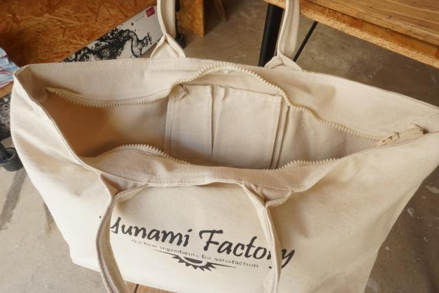 kumejima shirts オリジナルBIGジップバッグ ホワイト1