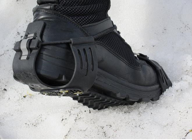 【専用ケース付】簡単装着! 軽量アイスグリッパー スノースパイク 片足10本(両足20本)の前後のスタッドが、地面をしっかりグリップ【雪/凍結/簡易式/アイゼン/滑り止め/スパイク】