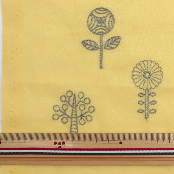 【数量5から】生地 『60ローン 先染め刺繍 植物柄 イエロー YKA-81090-1B』 KOKKA コッカ