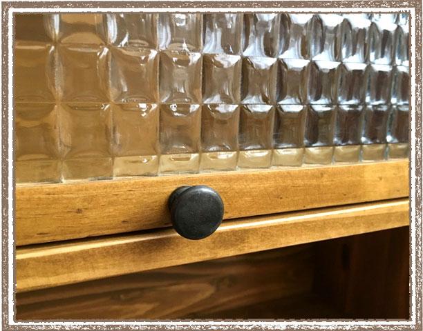 チェックガラスが可愛いナチュラル パインキッチン2段キャビネット