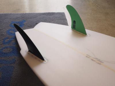 YU Surfboards 5'7 ( 170.18cm ) / Hi Performance Twin Fin ( ハイパフォーマンス ツイン フィン ) / Maron Gerber モデル / サーフボード / ショートボード / YU ( 植田義則 )シェイプ / 通販