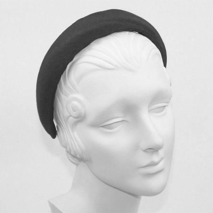 ≪Jennifer Ouellette≫ジェニファー・オーレット<br>ブラック 黒 グログラン素材 パデット ふっくら ボリューム カチューシャ ヘアバンド Grosgrain Padded HeadBand (Black)