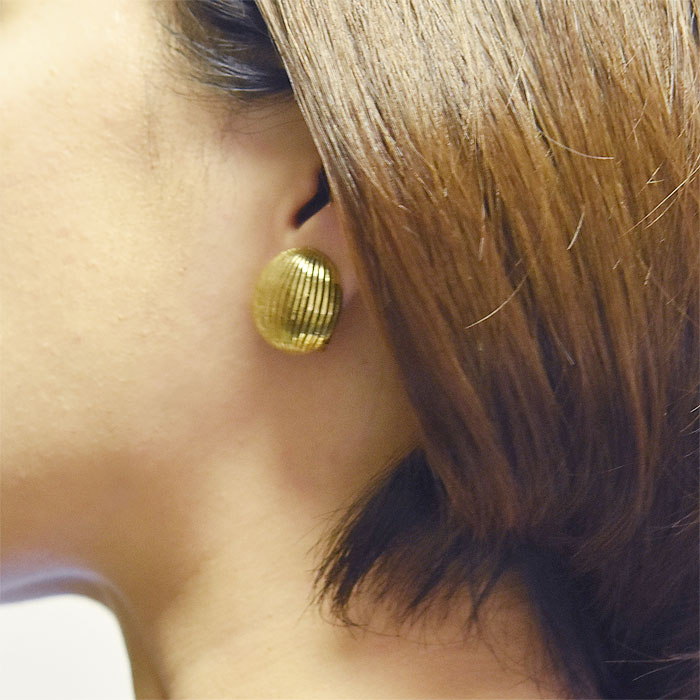 ≪Une Ligne≫ ユヌリーニュ<br>ゴールド 貝がら シェル ボール ラウンド イヤークリップ イヤリング ヴィンテージ Vintage Earrings (Gold)
